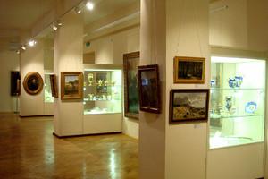 Музей ИЗО. Встроенные витрины.