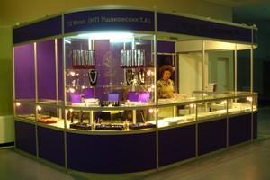 Выставочный стенд из стандартного оборудования.