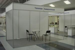 Застройка выставки стандартным оборудованием.