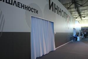 Стеновые конструкции на основе стандартного выставочного оборудования.